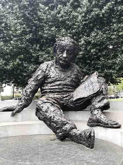 アインシュタインの像